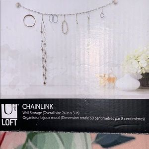 JEWELRY CHAINLINK WALL STORAGE